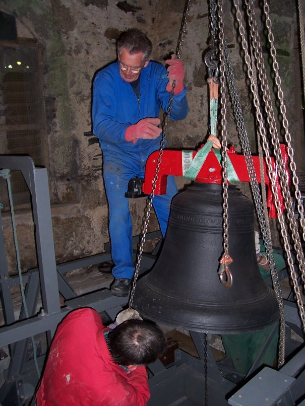 Photo of Bell being wiched into tower